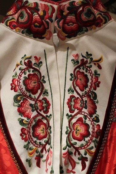 FINN – Beltestakk i vinrøde farger