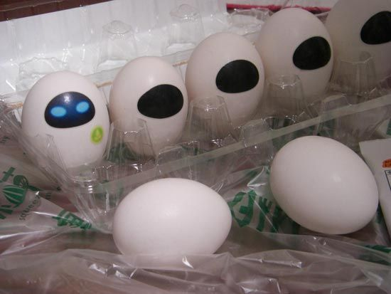 Wall E Egg-dude I'm gonna just do this to one random egg and put it back in r carton n c what happens 0-0