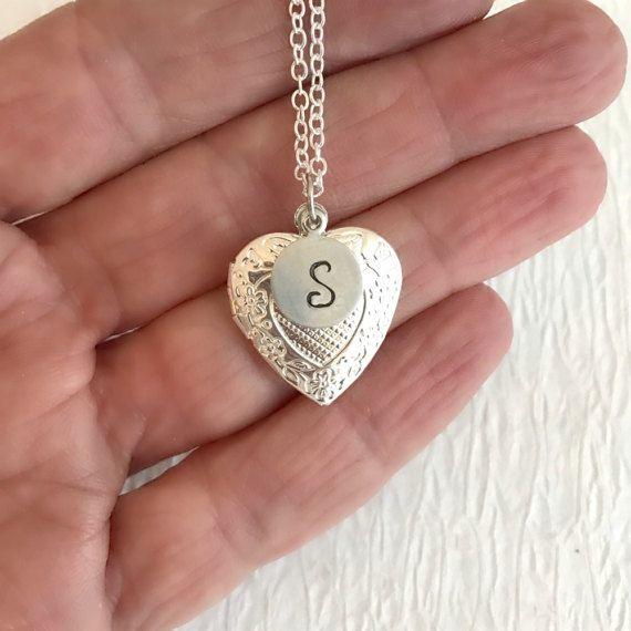 Collier coeur personnalisé, petit argent initiale estampillé relief pendentif personnalisé demoiselle d'honneur anniversaire cadeau romantique de cadeaux pour elle