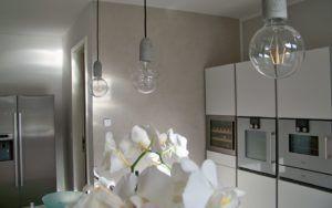 Malerarbeiten, Renovierung in der Küche, schöne Wand in Beton Optik, Spachteltechnik mit Kalk- Marmorputz, gesundes Raumklima gestaltet von Maler Tommaso aus Lippstadt