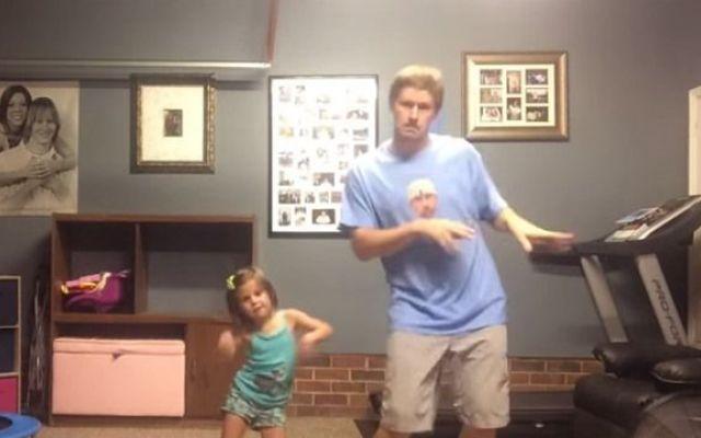 "E' il video tormentone di Youtube ""Daddy/Daughter Shake it Off"" #videoonline #videoyoutube #divertente"