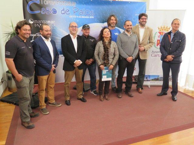 El director general del Instituto de Turismo, Manuel Fernández-Delgado, junto con la concejala de Turismo del Ayuntamiento de Cartagena, Obdulia Gómez, y el presidente de la Asociación de ...