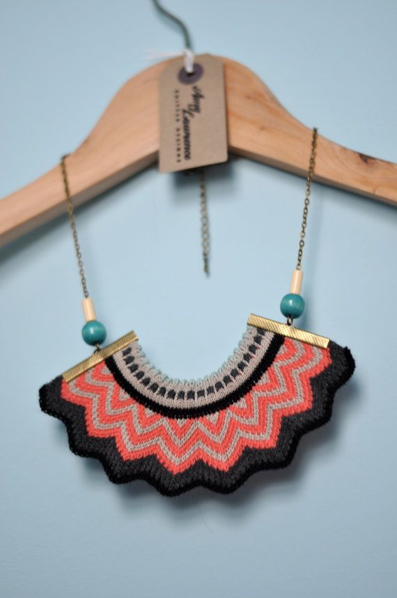 Couronne de Chevron  tricoté collier de par amylawrencedesigns