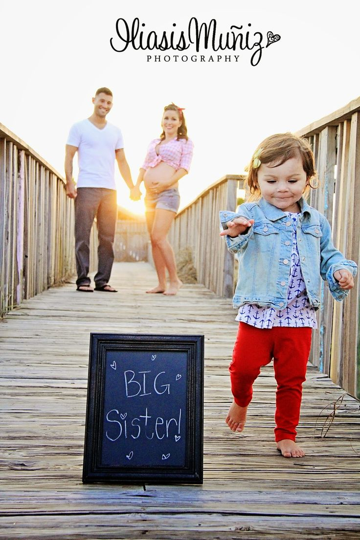 Pregnancy Announcement / Maternity Pictures with Sibling