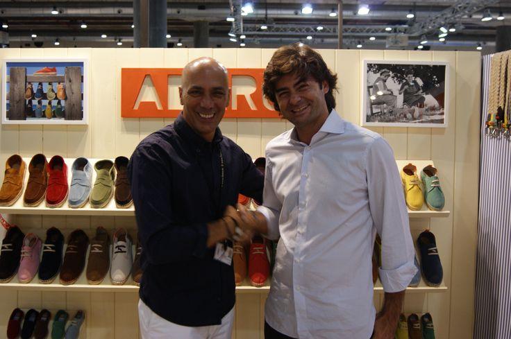 La firma de calzado Abarca Shoes, dedicada al diseño y comercialización de zapatos y cinturones unisex confeccionados artesanalmente, estuvo presente en la feria Momad Metrópolis, que se celebró del 6 al 8 de septiembre de 2013 en el recinto ferial de Ifema de Madrid.   Aquí, nuestro gerente, Pedro Martínez-Abarca, junto el director de la feria.