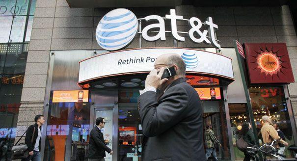 El gigante de la telefonía y las telecomunicaciones norteamericano AT&T concretó la adquisición del 100% de #GrupoIusacell por 2 mil 500 millones de dólares, con lo cual se convertirá en la tercera compañía más grande en #México, detrás de #AméricaMóvil que tiene 70% del mercado de #telefoníamóvil y de #Telefónica, con 20%.  A través de un comunicado de prensa, AT&T también anunció que nombró a #ThaddeusArroyo como el nuevo director general (CEO) de #Iusacell en México, en lugar de...
