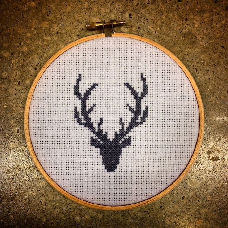Howling at the moon: Cross Stitch Deer Deco
