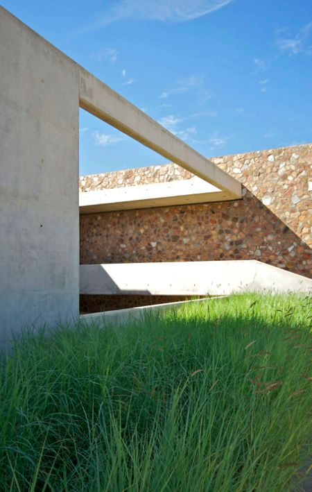 Thomas Gouws Architects - House Kleynhans Off shutter Concrete and stone wall
