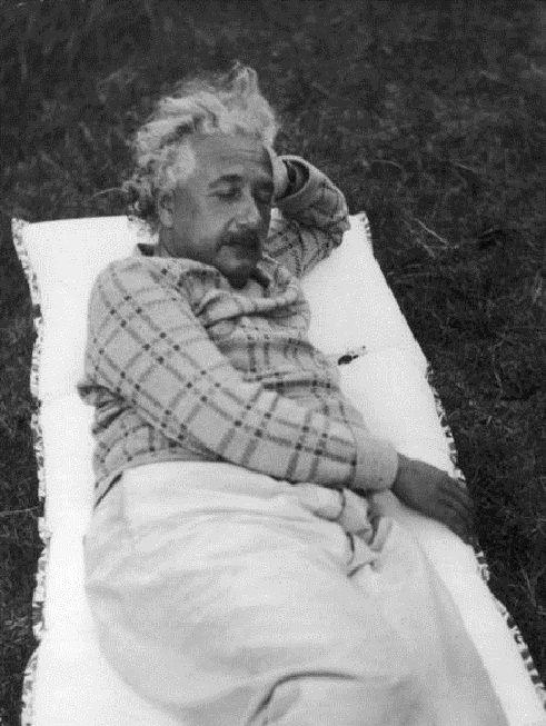 18 Photos Of Albert Einstein Being Super Chill