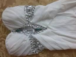 Resultado de imagen para bordados con pedreria para vestidos