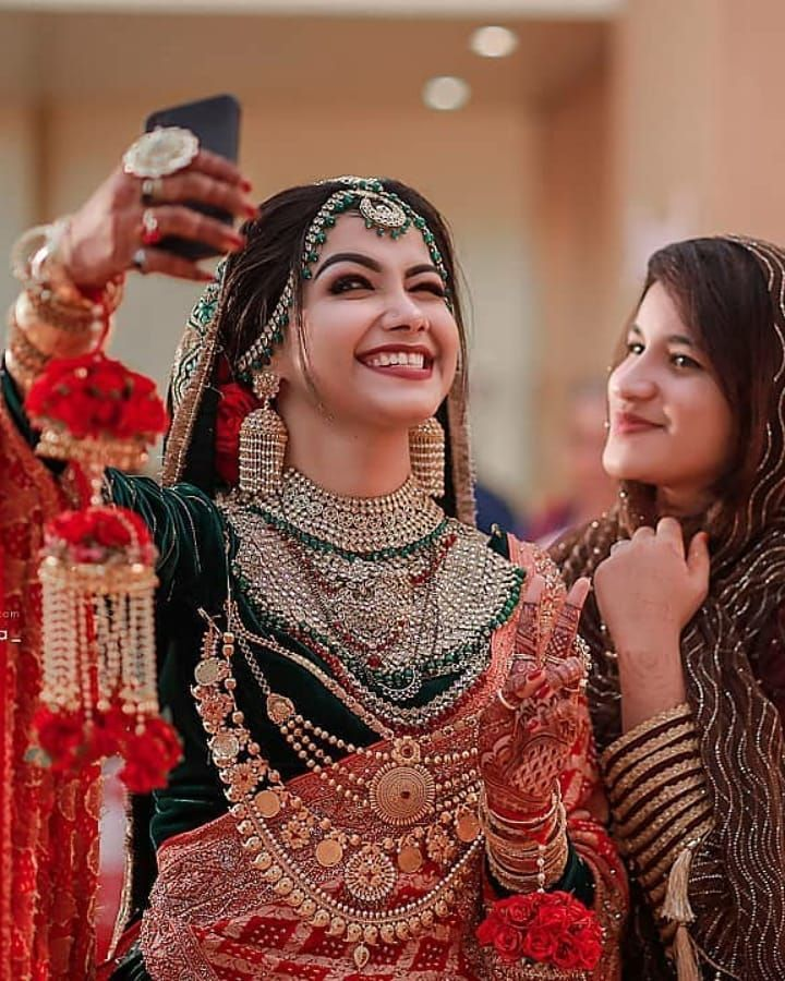 Let me take a selfie first 🤳 @_hibafarook_ is such a cutesy😍 Isn't it?  @farook_khan_tr… | Bride photoshoot, Indian wedding photography poses,  Indian wedding bride