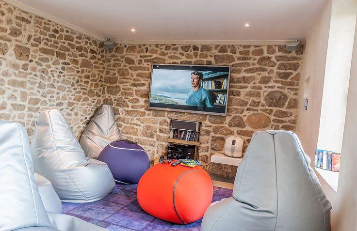Accogliente e rilassante sala cinema in questa villa in Bretagna
