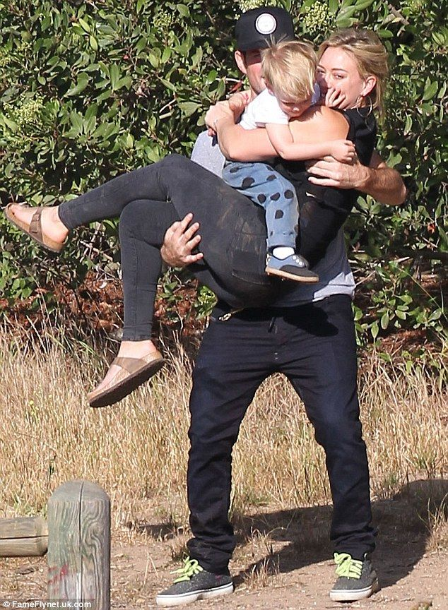 This is the cutest picture ever! One of my family celebrity couples/families! Hilary Duff and Mike Comrie