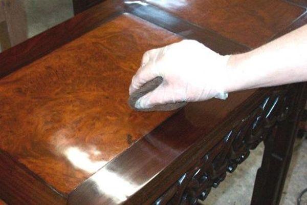 Így varázsold újjá a bútorod, házi készítésű bútorápolóval!