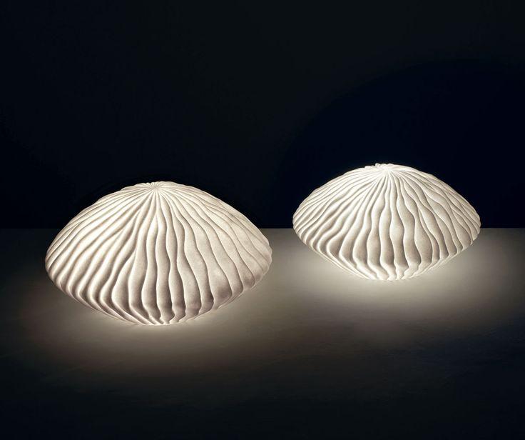 Lampade O1318-O1317    lampade 'medusa' in arenaria  colore: bianco  dimensioni: 30x17, 35x18,5