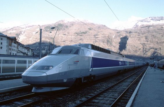 SNCF trains can whizz skiers across France (SSPL/National Railway Museum)