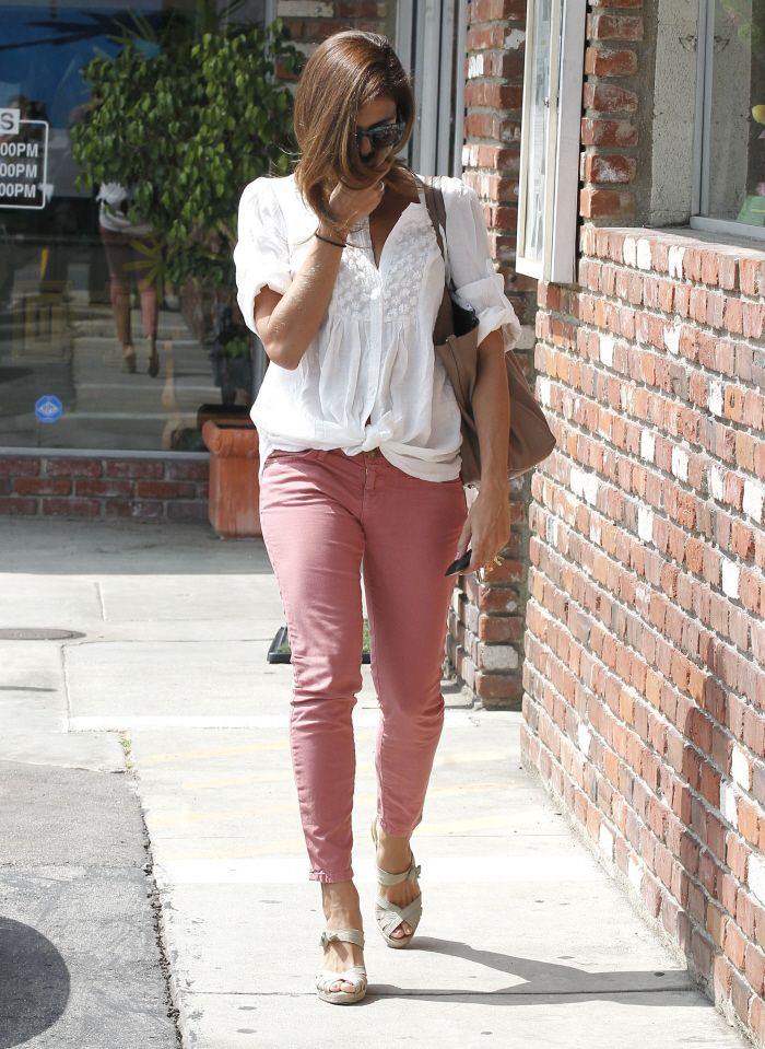eva-mendes-street-style-street-style-eva-mendes-style-4: Currently Wedges, Pink Skinny Jeans, Celebrity Style, White Shirts, Pastel Pink, Pink Pants, Eva Mendes Street Style, Pink Jeans, Eva Mendes Style