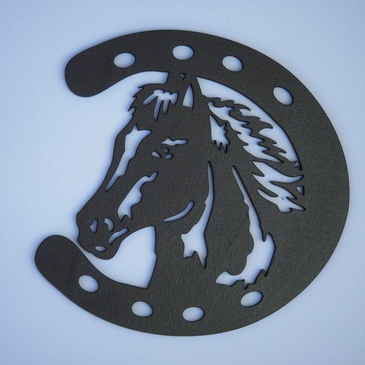 Tête de cheval dans un fer à cheval, silhouette en bois découpé : Décorations murales par decosiluetas