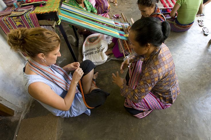 LO'UD Leader Teaching Deb about weaving, 2011. Photo by Louise Cooper