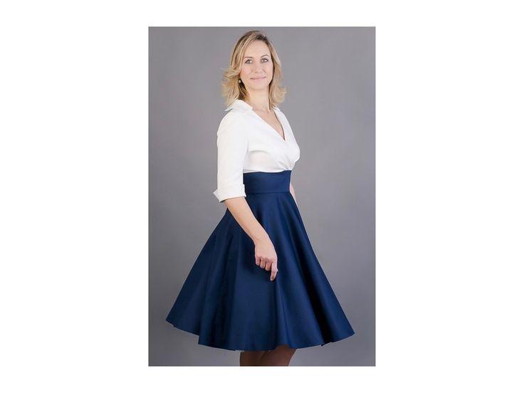 Košilové šaty Margaret s kolovou sukní šaty mají skládaný živůtek a košilový límeček 3/4 rukáv s manžetkou a knoflíčkem (barvu knoflíčku si můžete vybrat)  kolová sukně v délce 60cm  zip na zádech