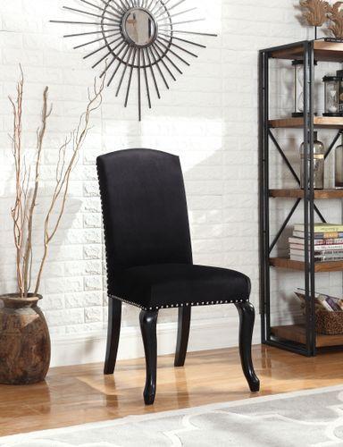 Lekker og klassisk Lauren spisestol i sort velour med et moderne innslag av nagler og med ring på stolrygg.