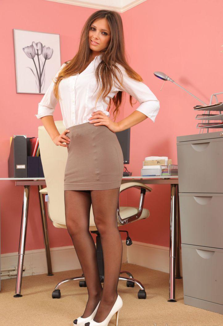 Фото девушек в длинной юбке в офисе с большой грудью, проститутки в городе дзержинске московская область