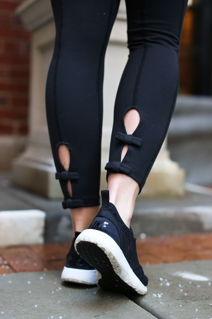 beyond yoga x kate spade new york bow leggings on @lizadams_ of sequins and stripes