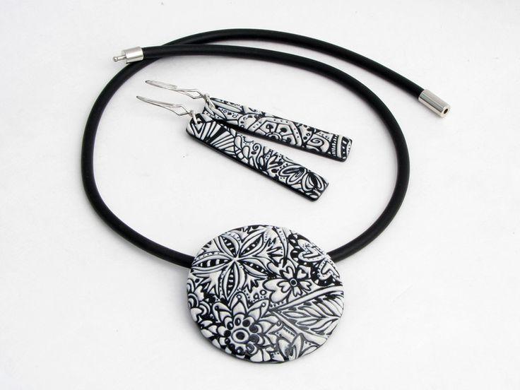 Statement Ketten - Elegante Schwarz-Weiß Kette Polymer clay Art - ein Designerstück von filigran-Design bei DaWanda