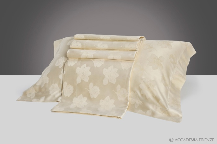 Buy CONCORDIA BED SET online. Pure #Egyptiancotton sateen. Amancara, luxury linens since 1952.