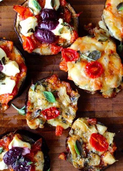 Que tal fazer pizza de berinjela? Essa verdura é uma delícia e tão versátil que vai bem de prato principal e antepasto.
