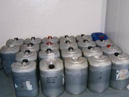 Las pinpinas en que comercializan aceite pirata pueden provenir de la industria química, detergentes, combustibles, productos agroquimicos etc.