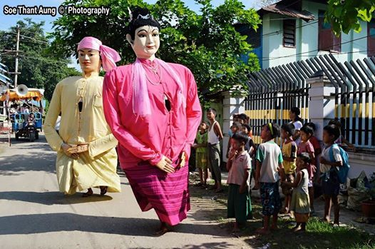 This is an amazing custom in Sittwe township, Rakhine State. The mascot couple tour around the town to collect funds for the Thadingyut celebrations. #Thadingyut #Myanmar #Donation #Sittwe #Rakhine