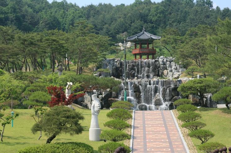 During Korail HANARO trip  @2012.5.25  신선이 내려올 것 같은 느낌의 김천직지문화공원