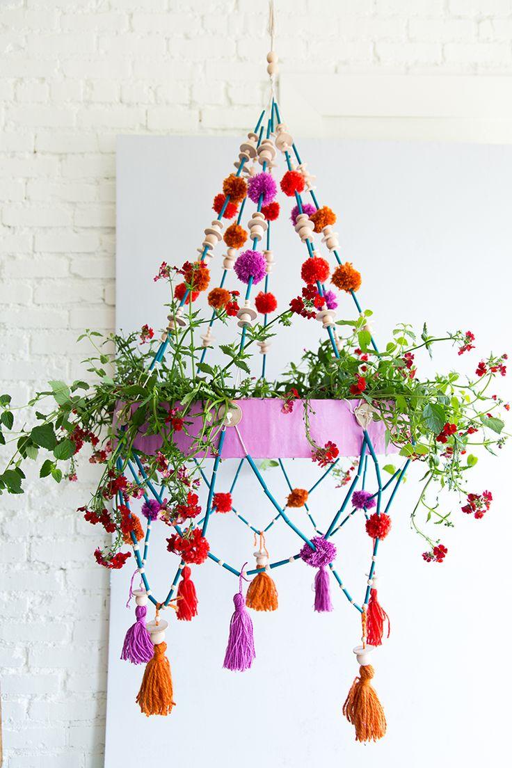 DIY Hängender Blumentopf mit Pompons | Hängende Pflanzen | zimmerpflanzen | DIY pompom and tassel hanging planter