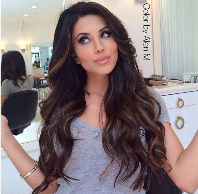 Dark chocolate brown, with caramel highlights! I WANT THIS!