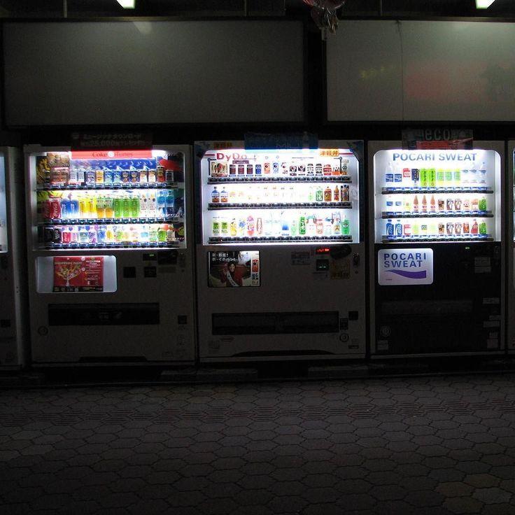 Máquinas expendedoras. Vending machines. 自動販売機 Aomori 青森市 2007-08-02.
