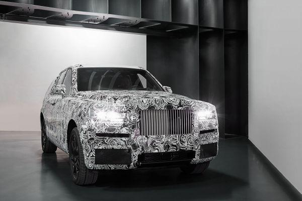 Rolls-Royce Cullinan by sa mal v obchodoch objaviť počas roka 2018