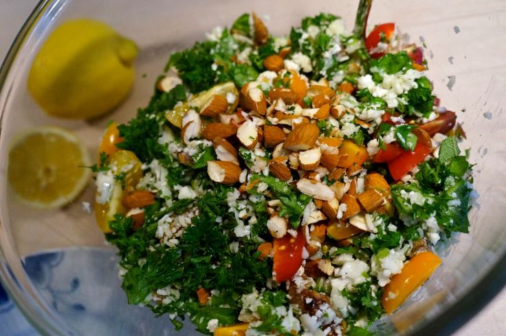 Cauliflower salad with parsley, lemon, almonds and parmesan cheese // Blomkålssalat med persille, citron, mandler og parmasan