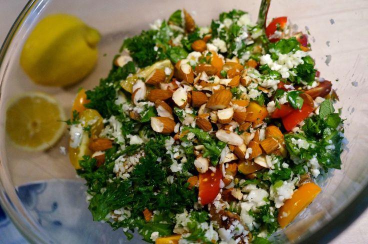 Cauliflower salad with parsley, lemon, almonds and parmesan cheese // Blomkålssalat med persille, citron, mandler og parmasan