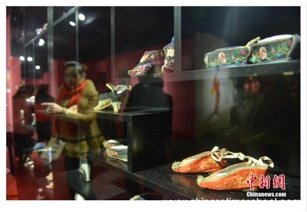 Chinese lotusvoeten en hun pijnlijke herinneringen - Chinese geschiedenis Chinese cultuur - Pagina 1 - chinesetimeschool.com