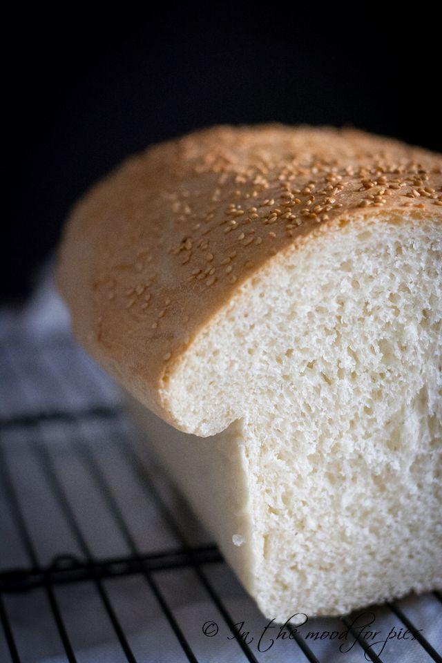 Amo il pane ! Lo amo in tutte le sue forme e i suoi sapori. Amo le pagnotte, le michette, le baguette, i caravanini, i biove, le mantovane e, se fatto bene, anche il pane in cassetta, inteso come un p