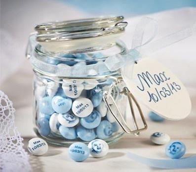 Leuk! Je kunt blauwe/roze/witte MenM's bestellen. Gepersonaliseerd met bijvoorbeeld naam, geboortedatum, foto. Dat is origineel!