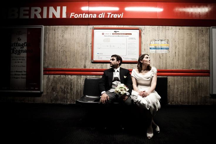 dentro la metropolitana di roma è vietato scattare fotografie.. ma Gianfranco ed Emma erano cosi carini...