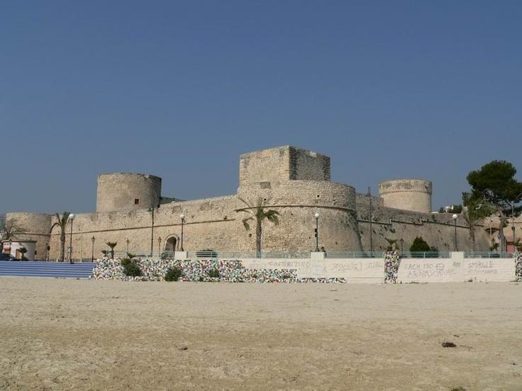 HiPuglia: Il Castello di Manfredonia  http://www.hipuglia.com/2012/07/il-castello-di-manfredonia.html