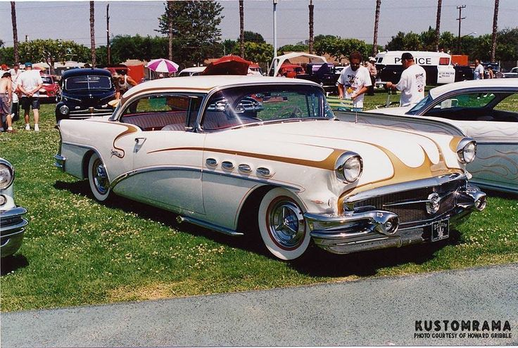 In 1995 the Sultans of Longbeach held a hot rod and custom car show at the athletic field at Millikan high school! A great setting for a late 1950s styled show! @howard.gribble and his camera were there so enjoy these 21 years old photos! First out is a recreation of Gary Niemie's #1956BuickCustom featuring scallops by the master himself #LarryWatson #kustomrama #SultansMillikanCarShow