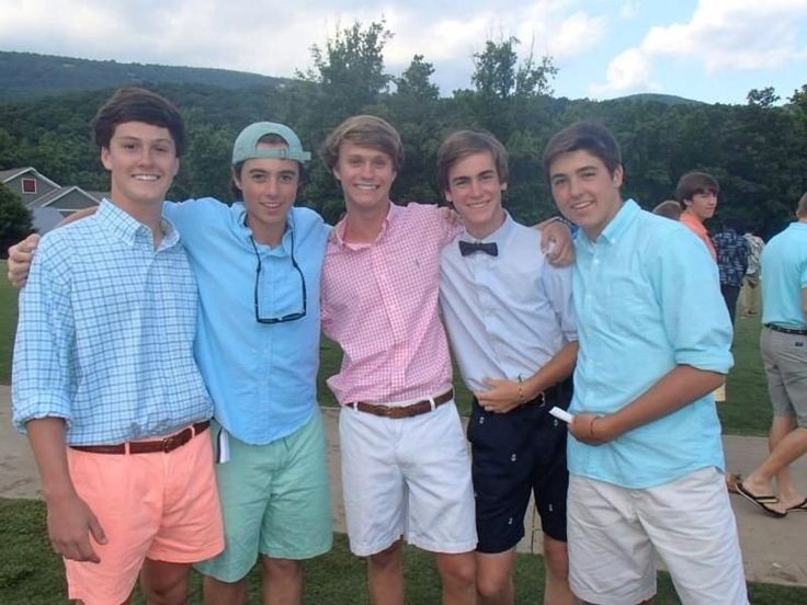 Pretty good outfits here. Don't like frat boys, but I'd like to borrow their clothes.