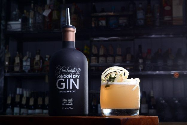 Gin and juice | 19 Healthy Drinks Your Bartender Won't Hate You For Ordering