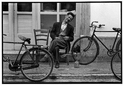 Constantine Manos - A Greek Portfolio / CRETE, Greece—Outside a cafe, 1964. © Constantine Manos / Magnum Photos [***]
