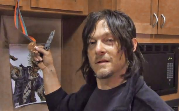 Norman Reedus whips himself, gives tour of his 'Walking Dead' trailer | EW.com