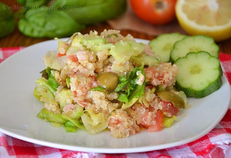 L'insalata di quinoa è un piatto semplice e fresco, perfetto per l'estate. Oltre alla ricetta trovate tutti i passaggi per cuocere bene la quinoa.